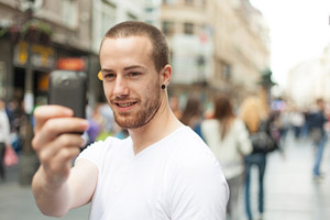 take photo with smartphone in public space