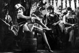 Marlene_Dietrich_in_The_Blue_Angel-600-400