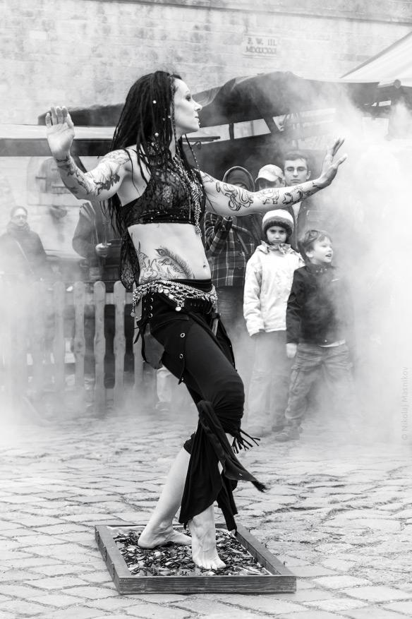 Картинка танца на стеклах