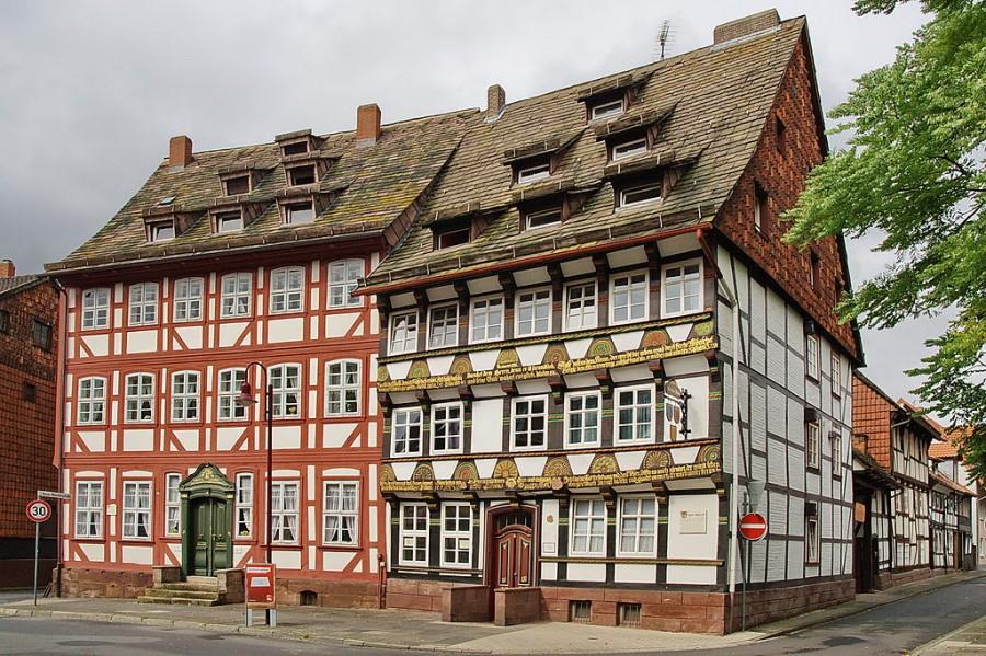 1024px-Bürgerhäuser_(ca._1600)_in_Einbeck_IMG_3608