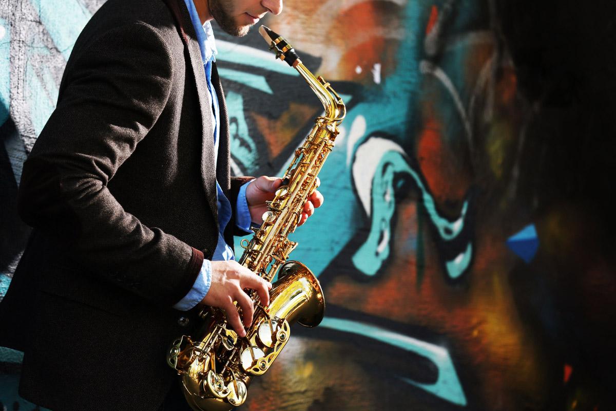 bs-saxophone-105330353-1200