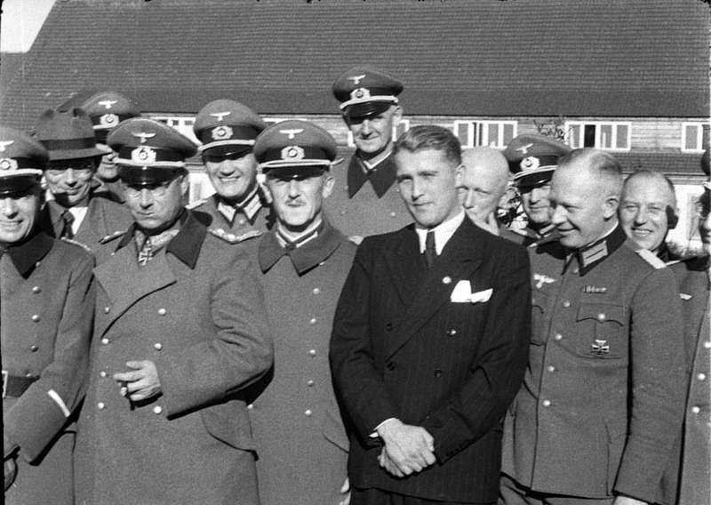 Bundesarchiv_Bild_146-1978-Anh.024-03,_Peenemuende,_Dornberger,_Olbricht,_Brandt-web