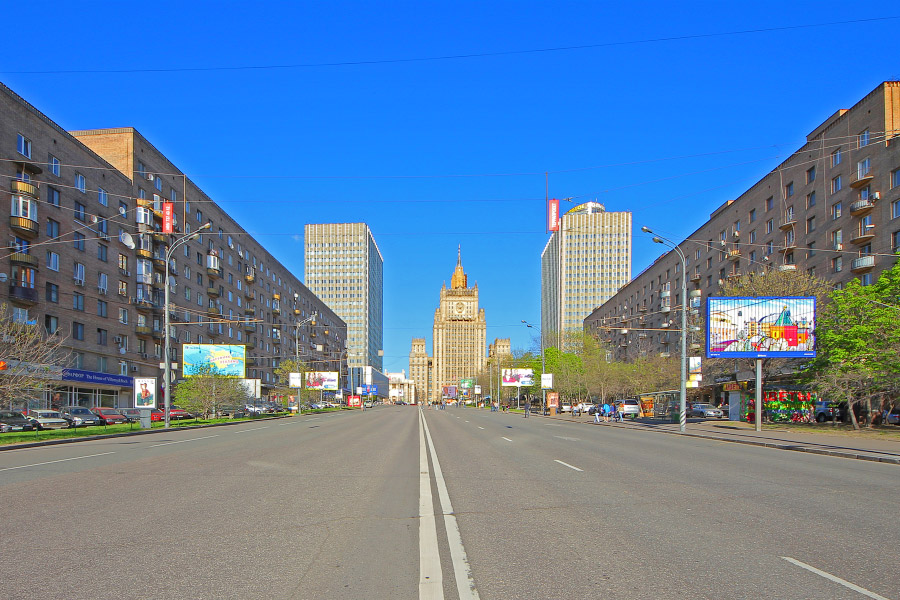 Smolenskaya_9may_without_cars-web