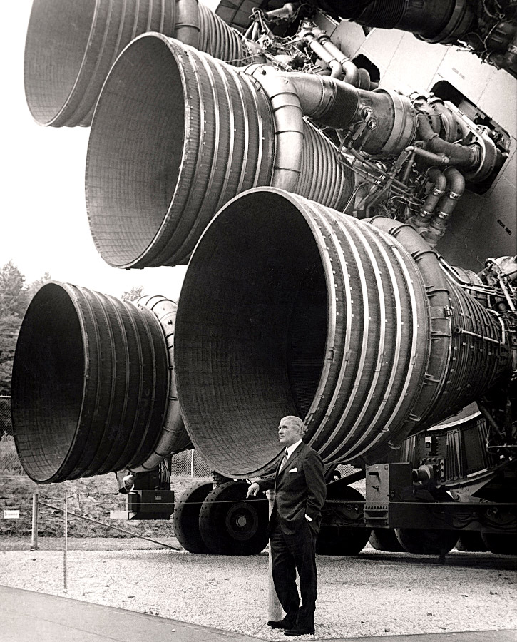 Von_Braun_at_Saturn_5_web