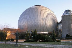 Berlin_Zeiss_Planetarium-web