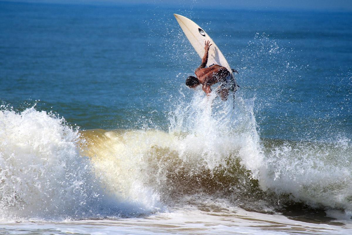 surf-E6F200258E-1200