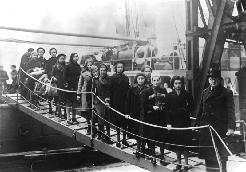 Операция «Киндертранспорт». Прибытие польских детей еврейского происхождения в Лондон, февраль 1939 года. Фото: Bundesarchiv