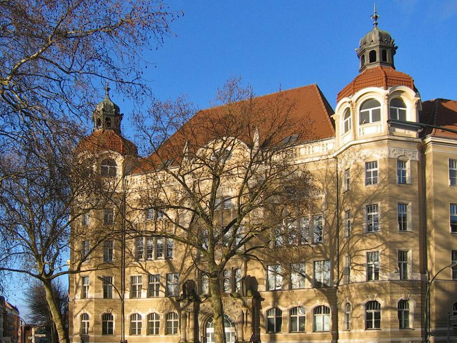 Девичья начальная школа Августа-Виктория (1907-1915), сегодня Народный университет Шенеберг. Фото: Википедия