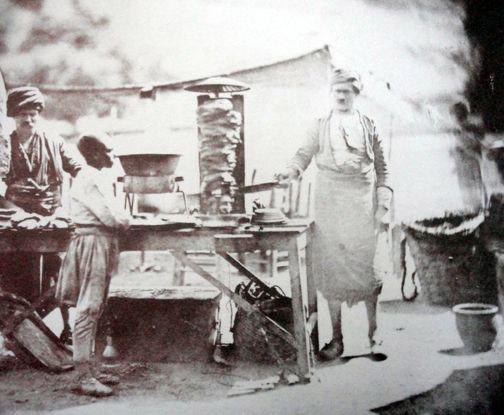 Продавец дёнеров, Оттоманская империя, 1855 г. Фото: James Robertson / Википедия