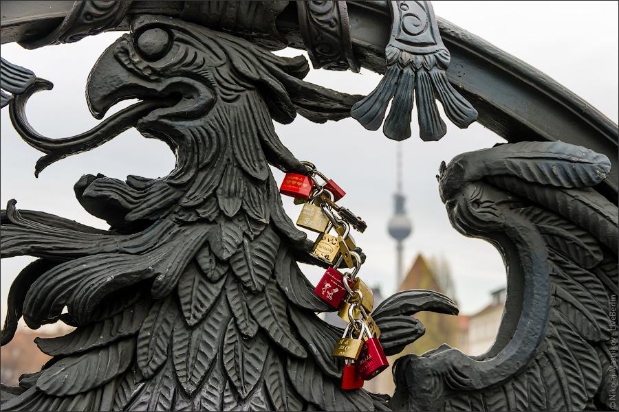 Орёл намосту Вайдендаммер Брюке. ©LiveBerlin