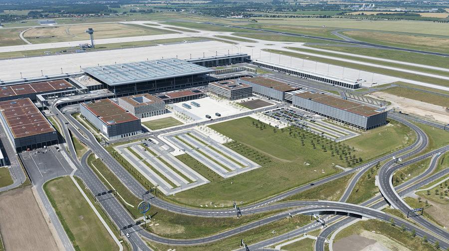 Фото:Günter Wicker / Flughafen Berlin Brandenburg GmbH, другие фотографии.