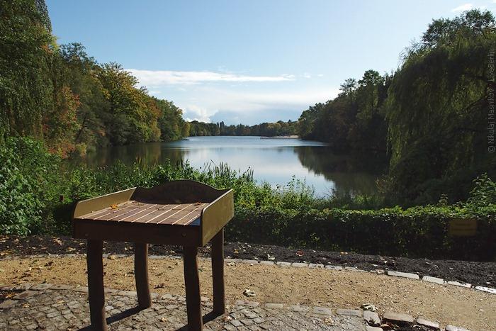 Пеленальный столик наберегу озера Плётцензее