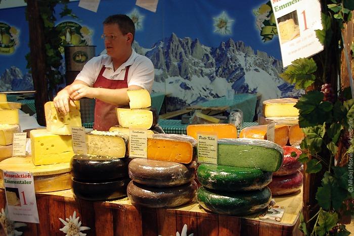 Сыр разложен встиле «неправильный светофор»