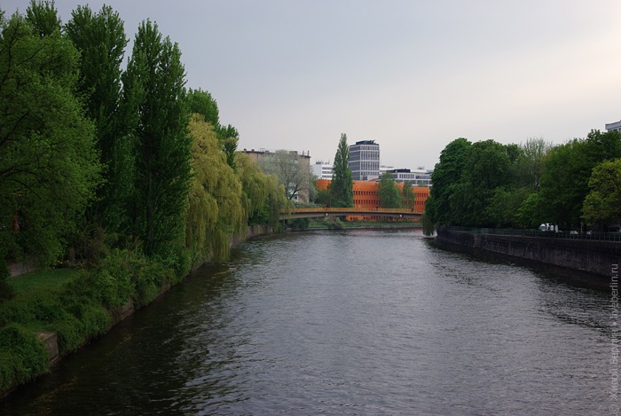 Вид на реку Шпре. Клик: место съемки на карте.