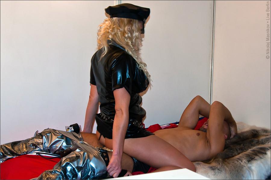 fotografii-s-vistavki-erotika