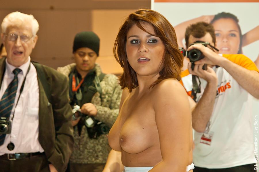 18. Совсем неэротическая выставка «Venus 2010», © LiveBerlin.ru